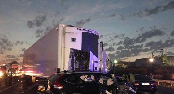 TEM'de biri TIR 4 araç çarpıştı: 6 ölü
