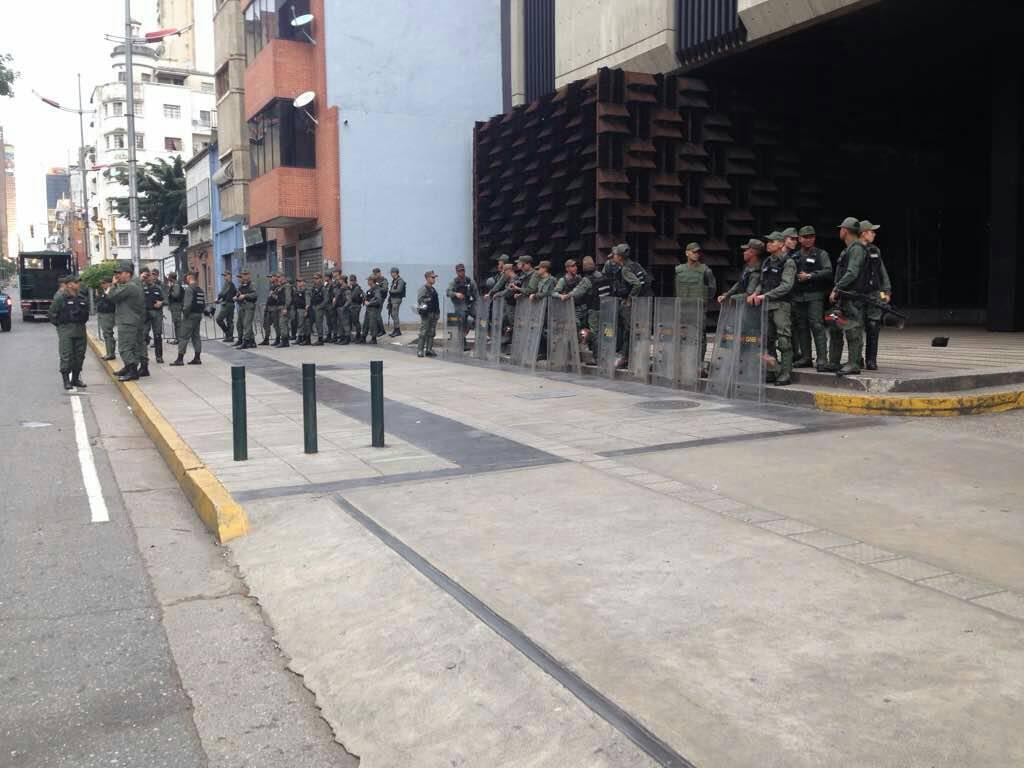 Venezuela'da askerler Kamu Bakanlığı'nı kuşattı