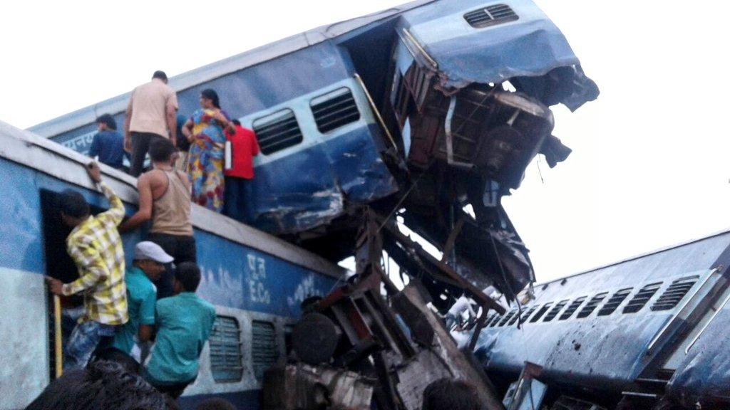Hindistan'da facia: Yolcu treni raydan çıktı, çok sayıda ölü ve yaralı var