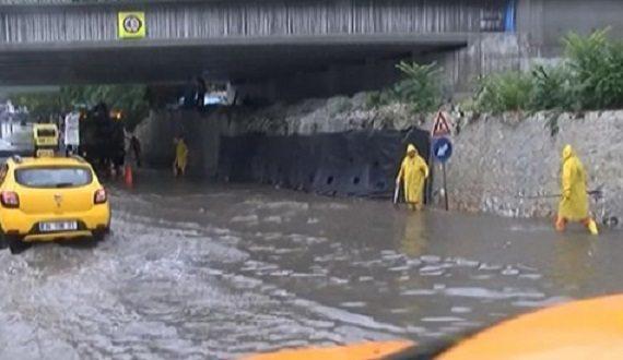 İstanbul'da yine aynı manzaralar: Sahil yolu sular altında...