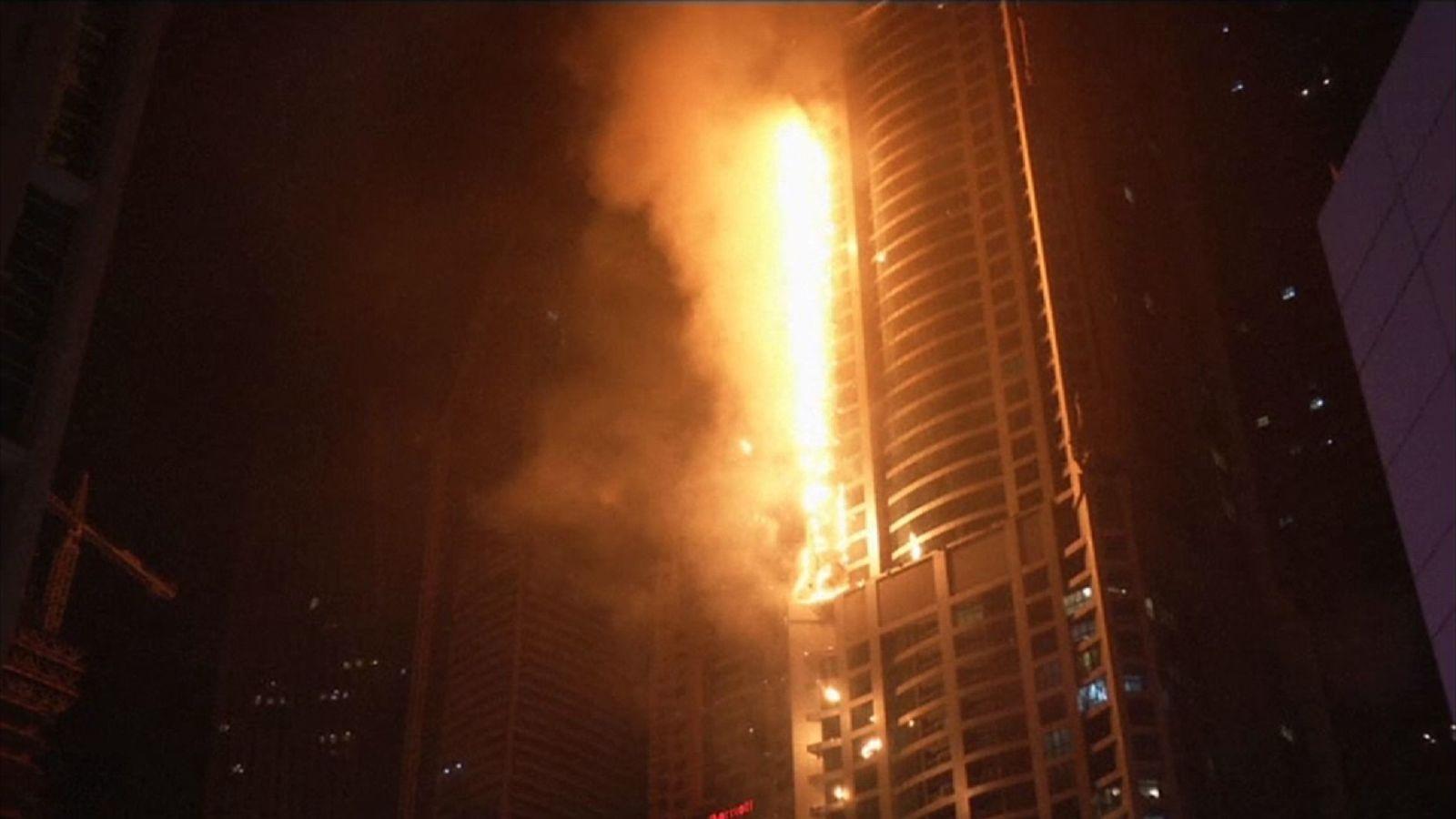 87 katlı Torch Tower'da yangın