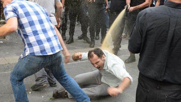 Polis Ankara'da da saldırdı