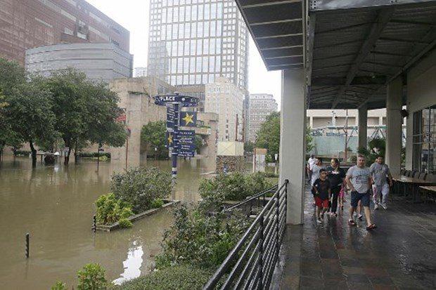 Teksas'da son 56 yılın en şiddetli kasırgası: Eyalet sular altında kaldı, en az 5 ölü