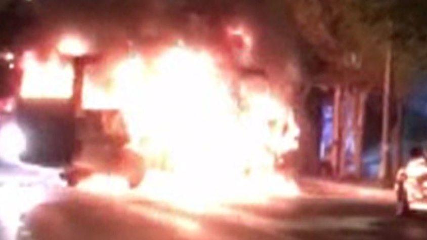 Beşiktaş'ta seyir halindeki yolcu minibüsü yandı