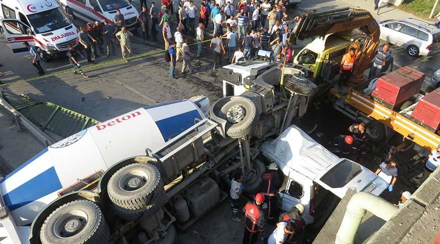 Kadıköy'de büyük kaza: Beton mikseri köprüden aşağıya uçtu, 1 ölü, 5 yaralı