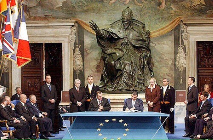 AKP ve Erdoğan'ın emperyalizm uşaklığı serüveni 2: Avrupa Birliği Anayasası'nı okumadan atılan imzalar