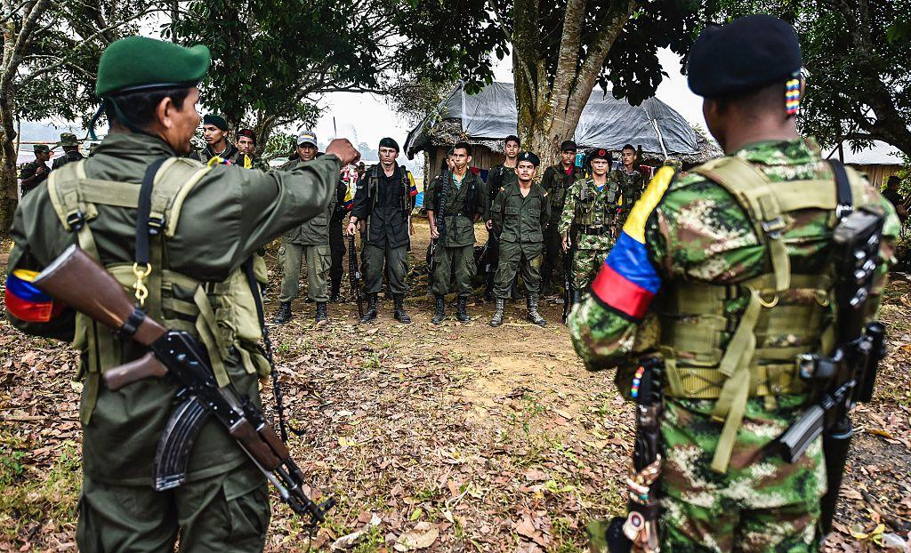 FARC elindeki son silahları da teslim etti