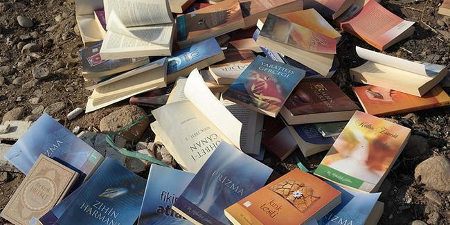Boş araziye Gülen'in kitaplarını attılar
