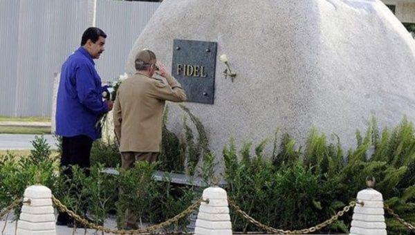 Maduro'dan Fidel'in mezarına ziyaret