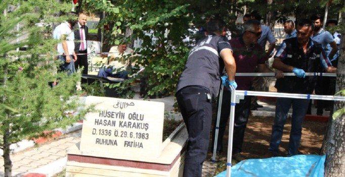 Eski Türk-Metal yöneticisi, babasının mezarı başında kendini öldürdü