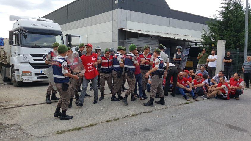 AKP'nin jandarması Maccaferri grevini kırdı! İşçiler gözaltında!