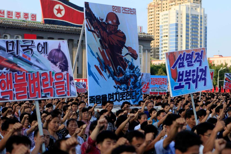 ABD ile KDHC arasındaki gerilim artarken Kore Halk Ordusu'na 3.5 milyon gönüllü başvurdu