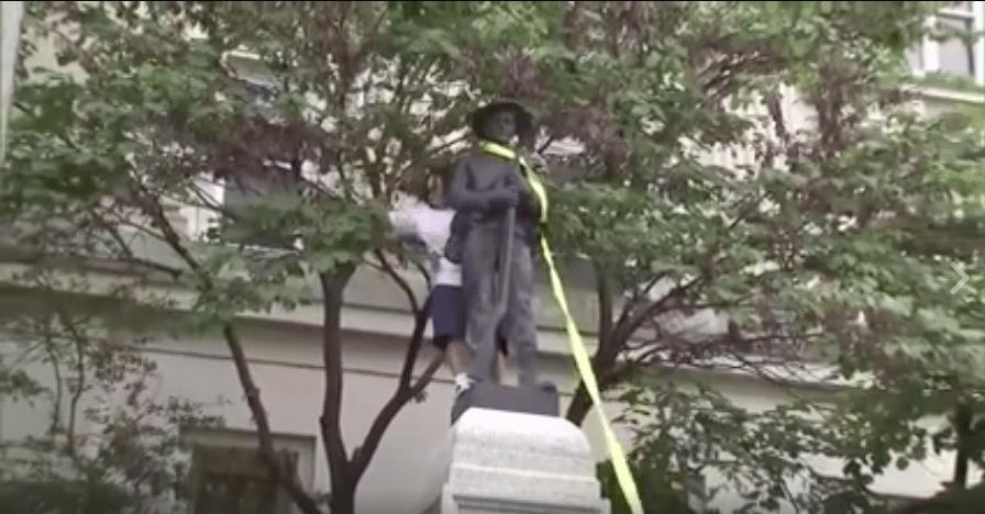 VİDEO | Irkçılık karşıtı göstericiler, ABD'nin Kuzey Karolina eyaletinde ırkçı heykeli indirdi!