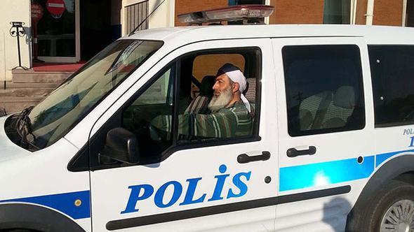 İmamlar Cumhuriyeti'nde bugün: Sarıklı, sakallı, cübbeli polis!