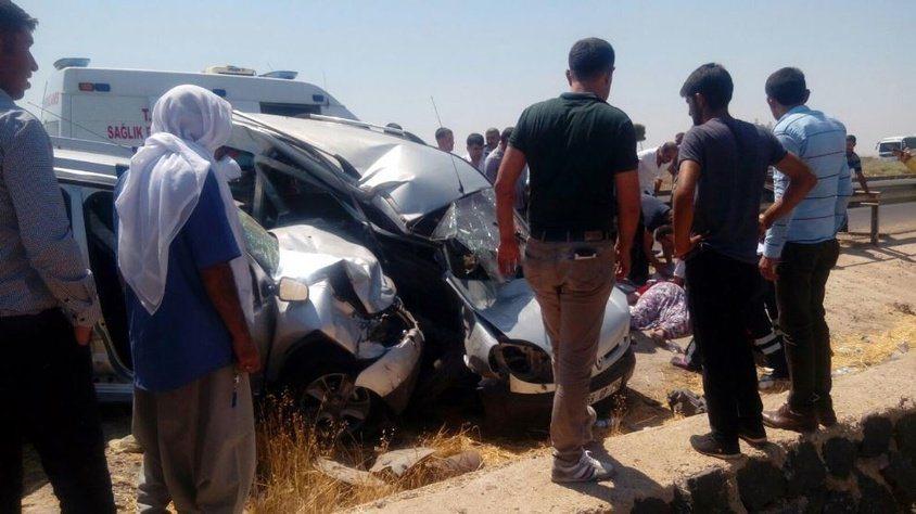 Rütbeli askerleri taşıyan araç, başka araçla çarpıştı: 2 ölü, 7 yaralı