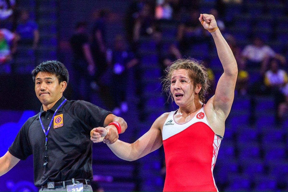 Yasemin Adar Türkiye'nin güreşte ilk kadın dünya şampiyonu oldu