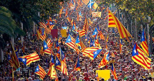 Katalonya'nın yönetimi İspanya Başbakan Yardımcısı'na verildi