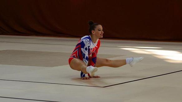 Begüm Onbaşı cimnastikte Avrupa şampiyonu oldu