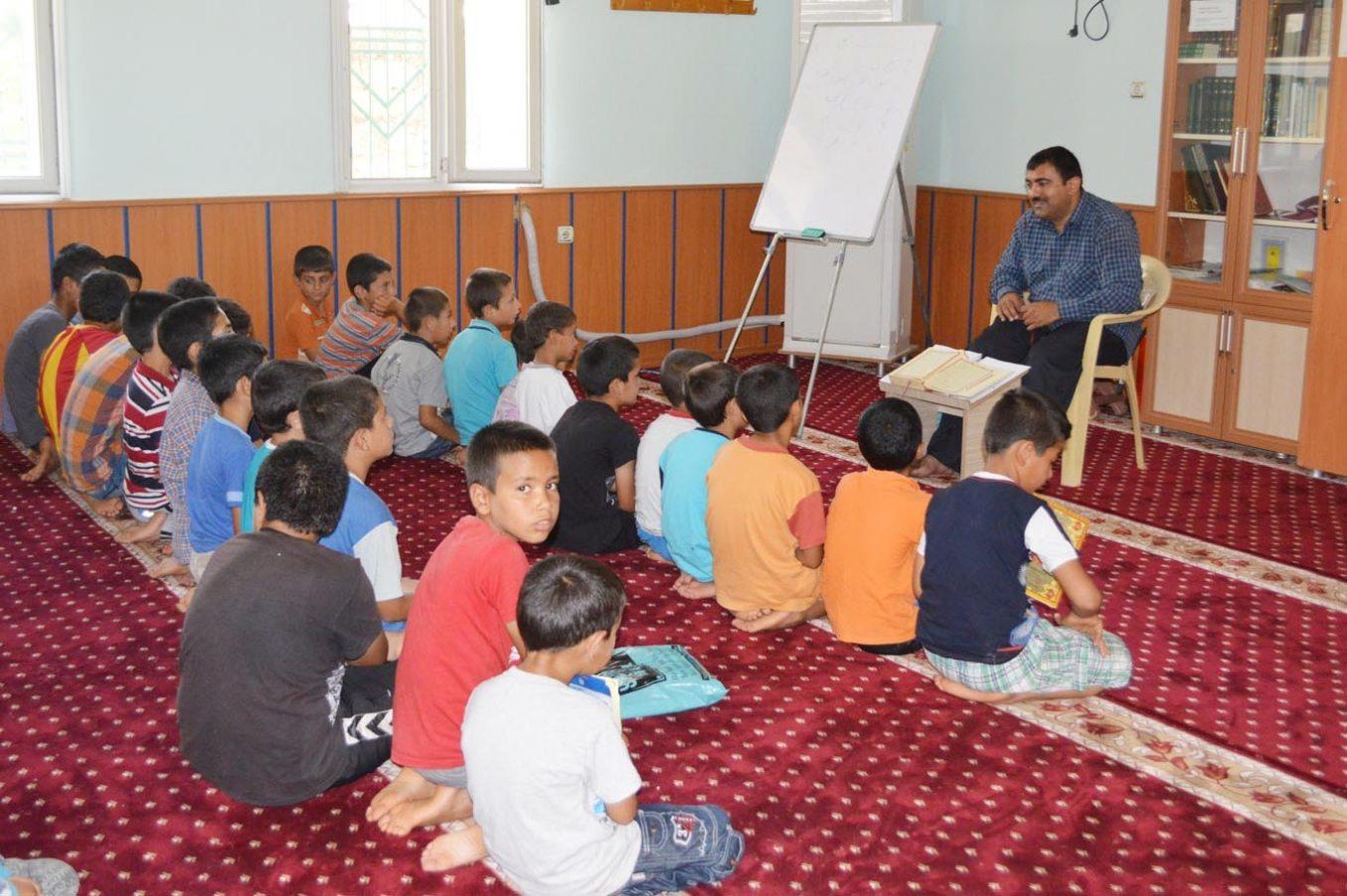 Her yolu deniyorlar: Camiye gelip en fazla puan toplayan gençlere 20 bin TL'lik ödül dağıtılacak