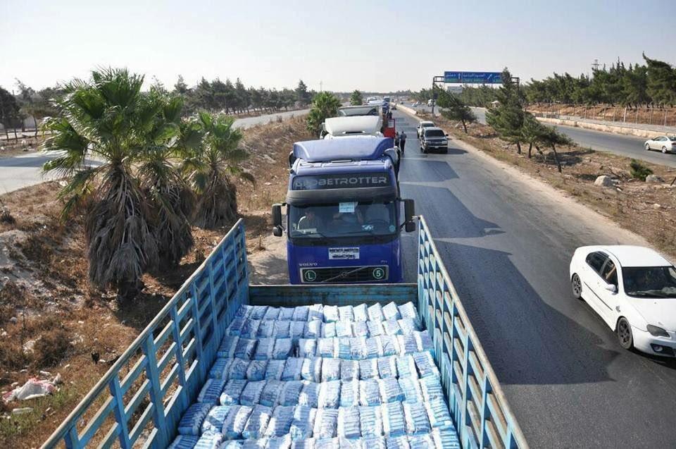 IŞİD kuşatması kırılan Deyr Ez Zor'a insanı yardım gönderildi