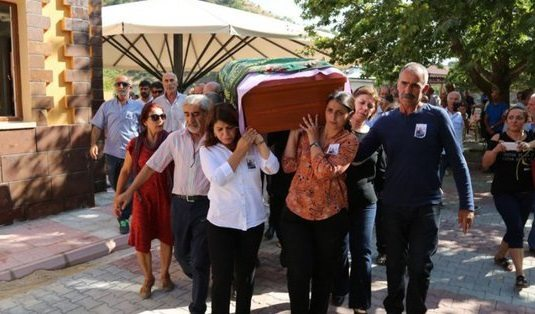 Aysel Tuğluk'un annesinin cenazesi Dersim'de toprağa verildi