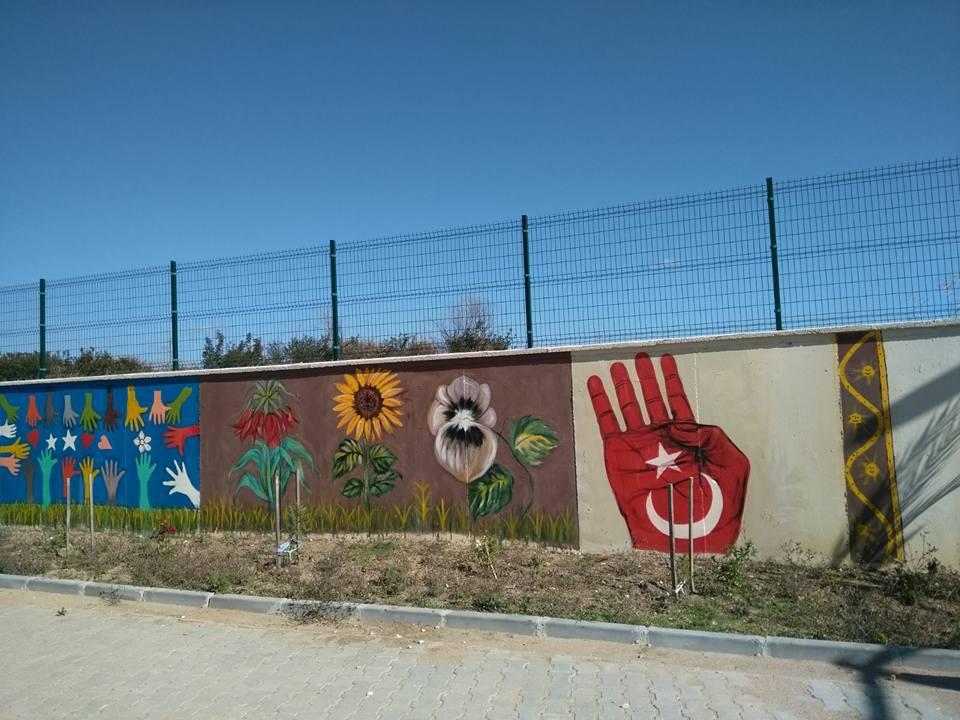 Okul bahçesinin duvarındaki rabia işareti hakkında soruşturma