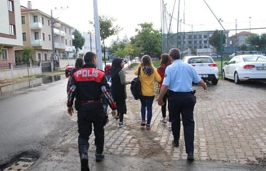 'Süleyman Soylu' kanunları: Okula gitmeyen öğrenciler polis zoruyla götürülüyor