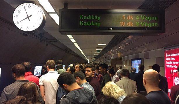 Kadıköy metrosunda yine arıza: Yolcular isyan etti