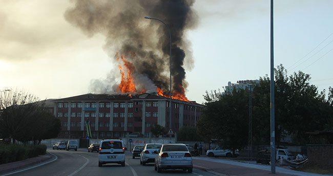 Konya'da öğrenci yurdunda yangın