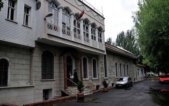 İstanbul'da kiliseden çıkanları taşladılar