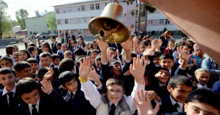Okullar gerici müfredatla açılırken: MEB son gün de boş durmadı