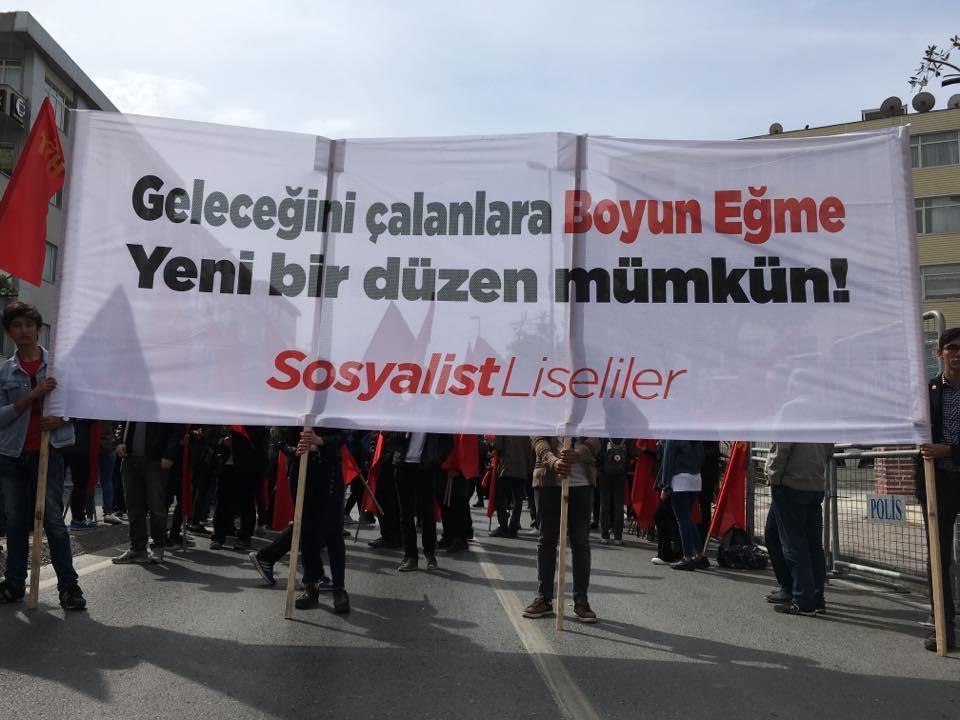Sosyalist Liseliler karne verdi: Bu düzen 'SINIF'tan geçemez!