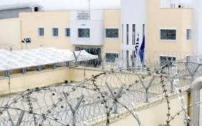 Yunanistan'da 2 Türk cezaevinden firar etti