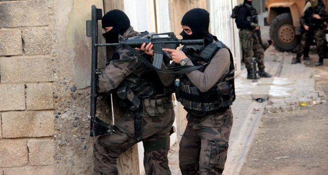 Gaziantep'te baskına giden polisle çatışma