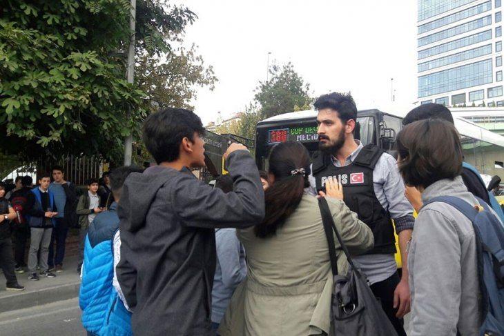 VİDEO | Polis saldırdı, ülkücüler tehdit etti: Şişli EML öğrencileri okulları için eylemdeydi