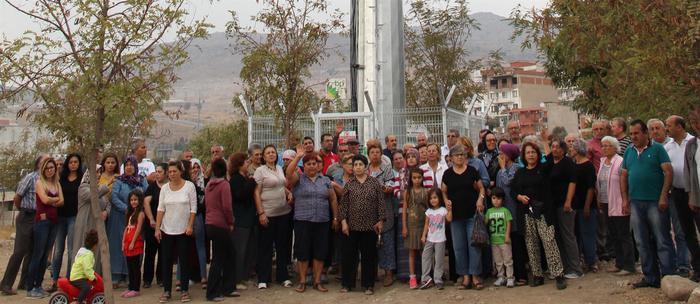 Çocuk parkına baz istasyonu kuruldu, mahalleli isyan etti