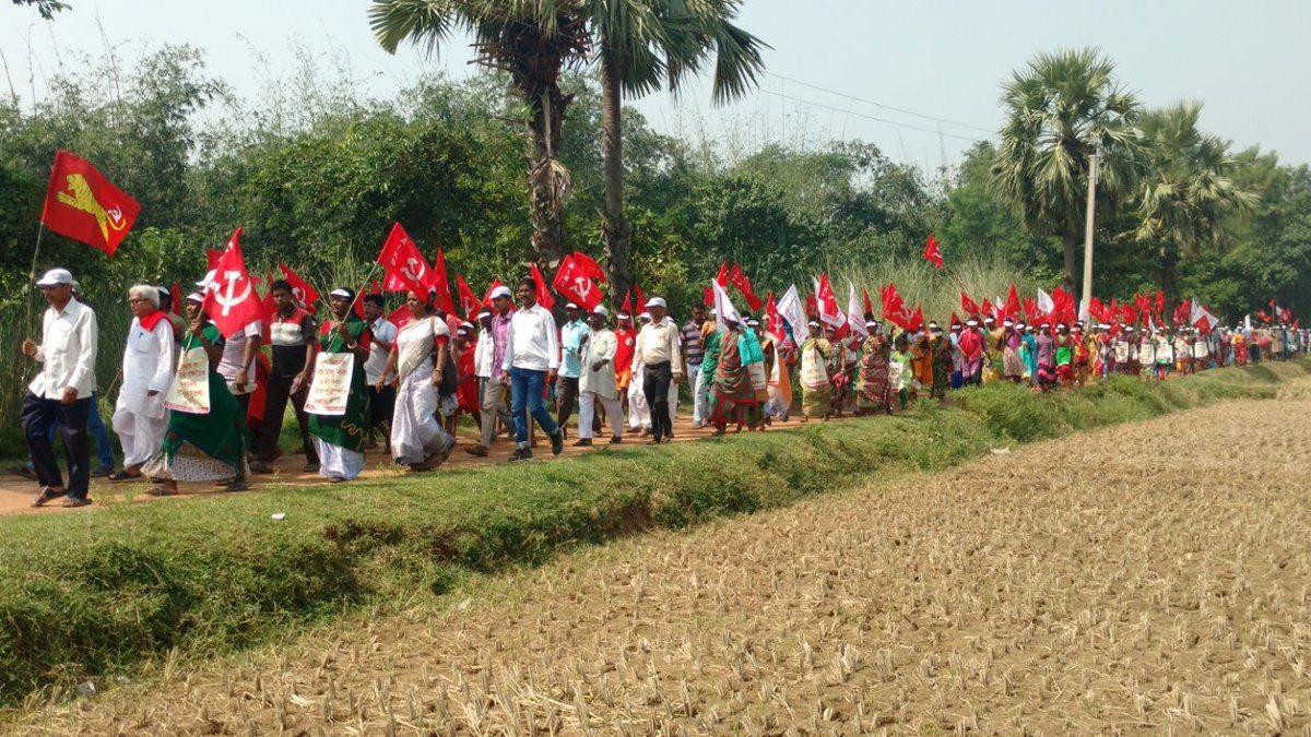 Hindistan'da binlerce komünist yürüyüşe geçti