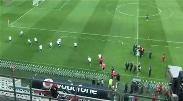 VİDEO | Vodafone Park'ta insanlık ayıbı: İngiltere Ampute Milli Takımı'nı yuhaladılar