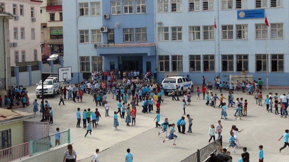 İlkokul birinci sınıf öğrencisinin çantasında tabanca bulundu!