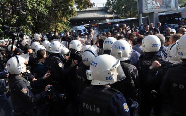Katliamın yıldönümünde polis saldırısı