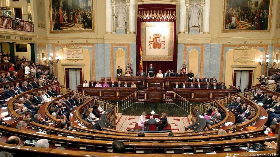 İspanya'da senato Katalonya hükümetinin feshi için toplandı
