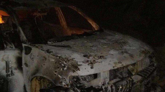 AKP'li başkanın aracı yakıldı