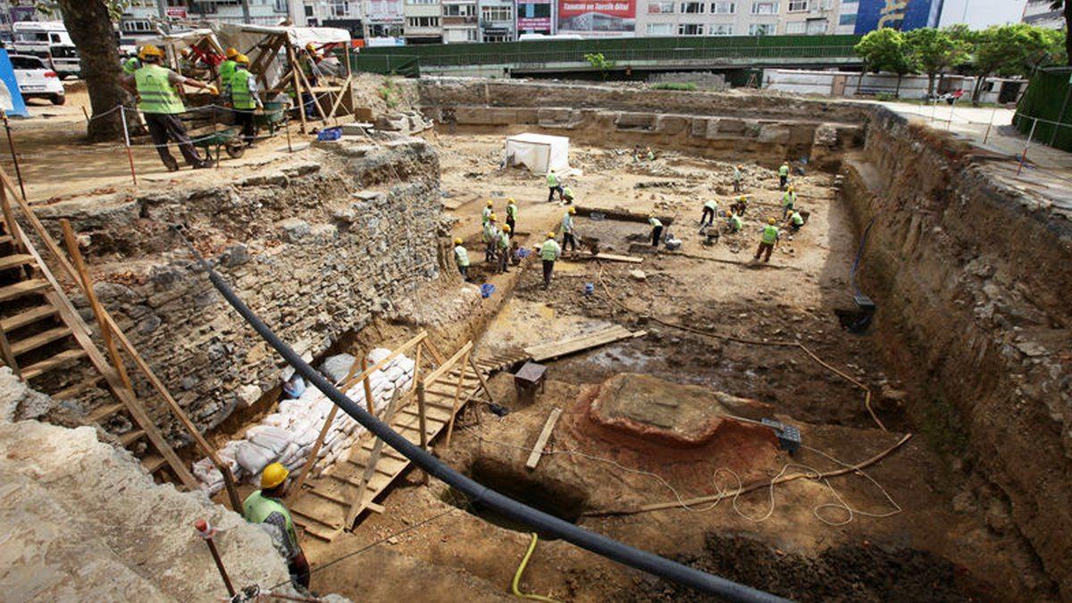 Beşiktaş'taki metro kazısında çok sayıda 'kurgan' tipi mezar bulundu