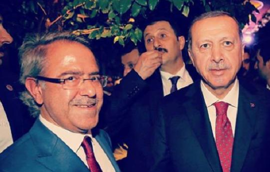 Atatürk'e hakaretten hapis cezası alan gerici, 29 Ekim resepsiyonunda Erdoğan'laydı!