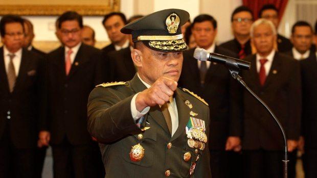 Endonezya Genelkurmay Başkanı Emirates uçağından indirildi