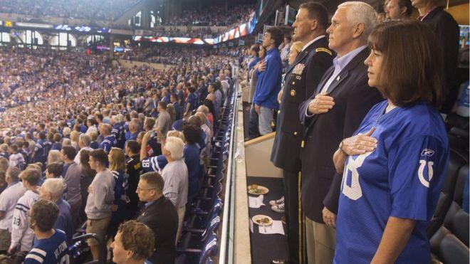 ABD Başkan Yardımcısı Pence protestolar üzerine maçı terk etti
