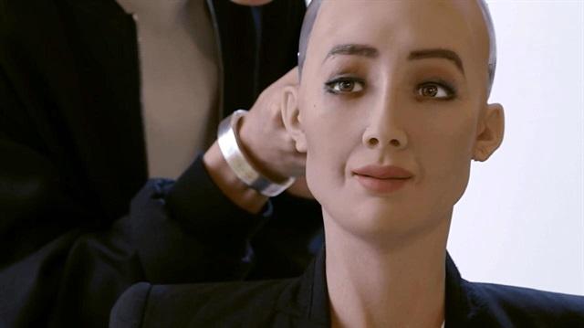 Dünyada ilk kez bir robota vatandaşlık verildi