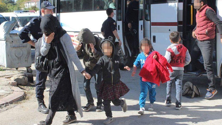 Boş arazide bulundular: Göçmenleri İstanbul'a diye Elazığ'a bırakmışlar