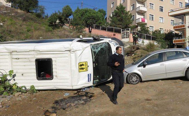 Ümraniye'de öğrencileri taşıyan servis kaza yaptı