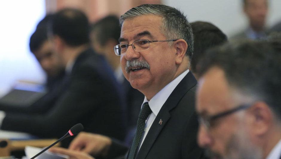 Milli Eğitim Bakanı konuştukça battı